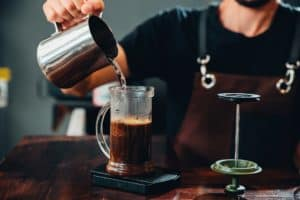 Kaffeepresse FrenchPress AeroPress mit Druck Kaffee zubereiten
