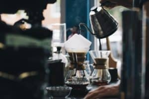Kaffee mit der Hand aufgiessen - aufkochen