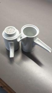 Die Karlsbader Kanne mit Sicht auf den Porzellan Filter